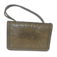 Bolso de mano con plisados en solapa. Handbag with a pleated flap &lt;br /&gt;<br />